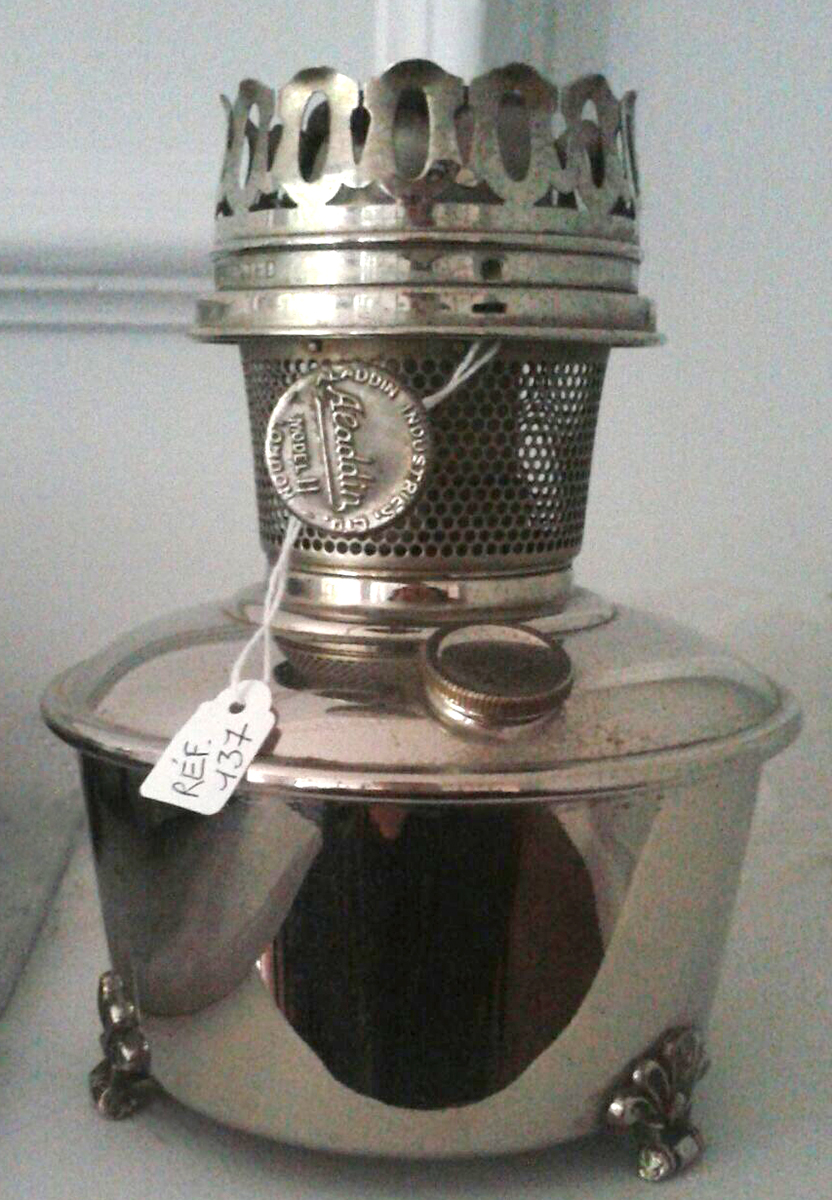 Aladdin model 11 French shelf lamp